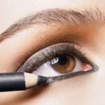 ¿El maquillaje en los ojos puede ocasionar algún problema?